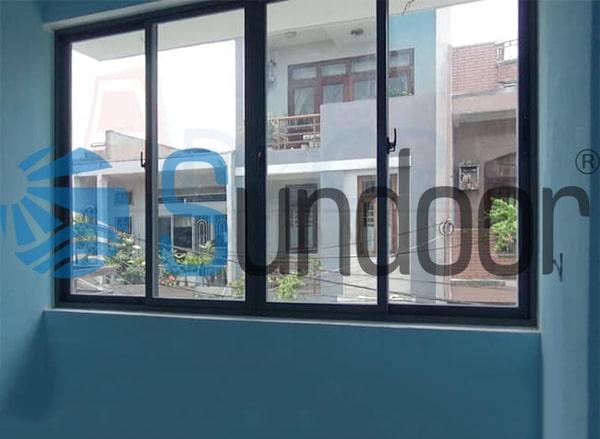 cửa sổ mở trượt 4 cánh khung nhôm xingfa màu đen