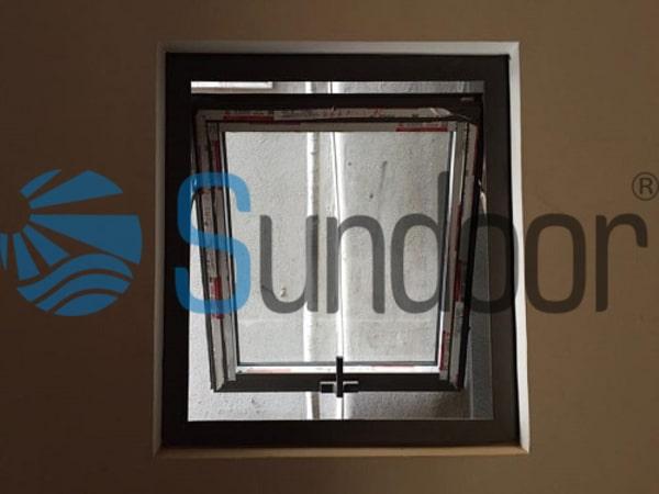 Cửa sổ mở hất 1 cánh nhôm kính