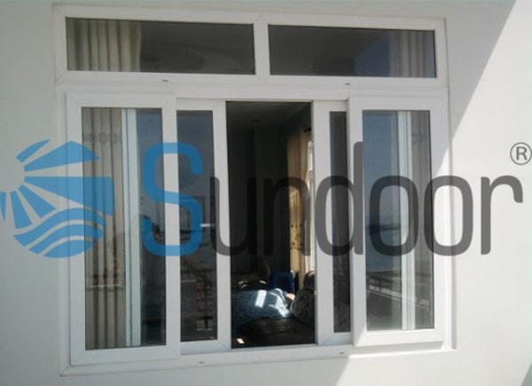 Cửa sổ màu trắng sữa 4 cánh nhôm Xingfa mở trượt
