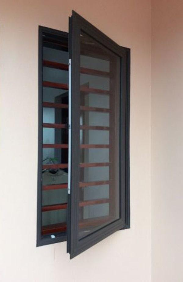 cửa sổ nhôm xingfa 1 cánh màu đen