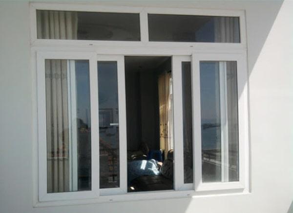 Cửa sổ mở trượt 4 cánh Xingfa màu trắng sữa