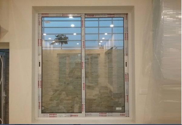 Cửa sổ mở trượt 2 cánh màu trắng