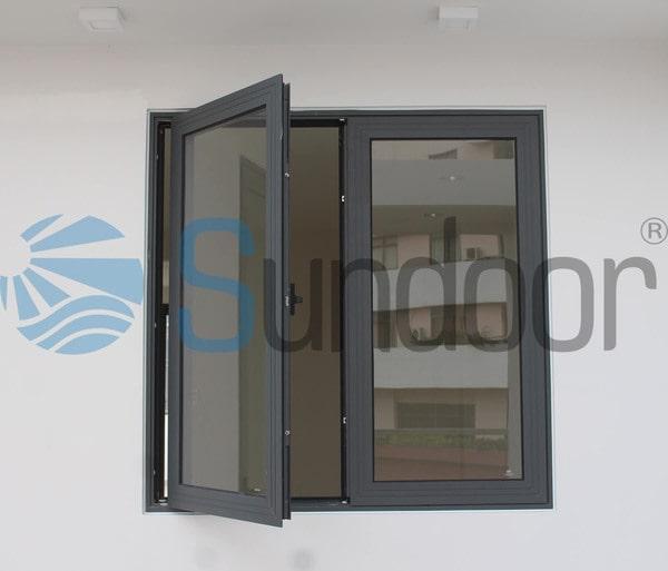 Cửa sổ 2 cánh nhôm Xingfa màu ghi xám mở quay