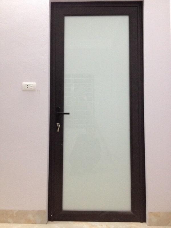 Cánh cửa nhà vệ sinh khung nhôm kết hợp kính trắng sữa