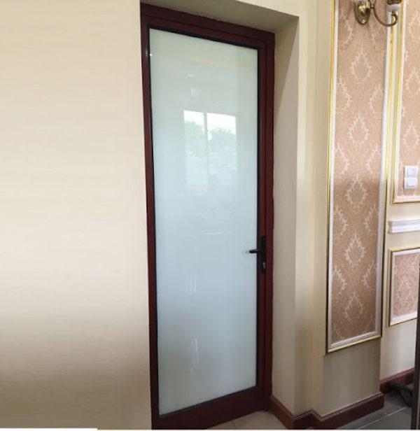 Cửa nhà vệ sinh giá rẻ bằng nhôm kính